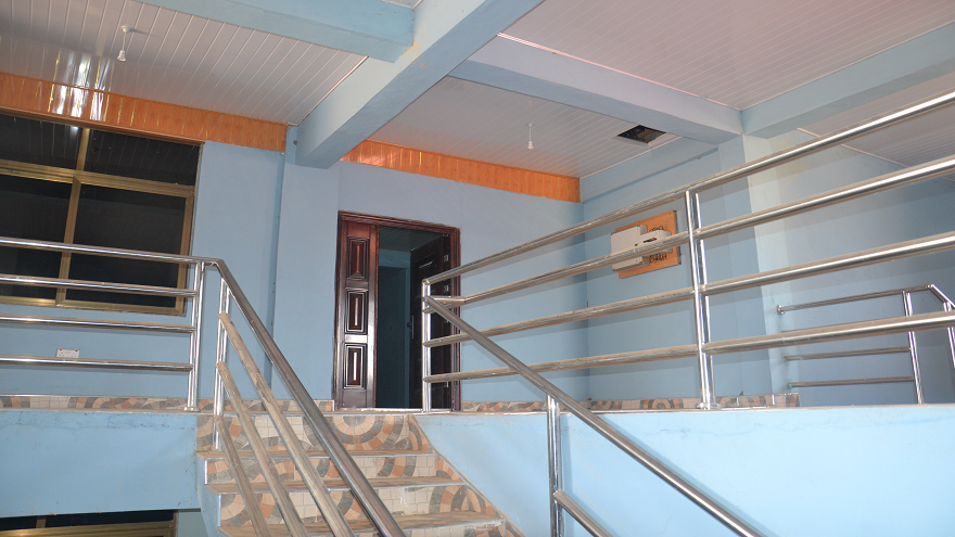 staircase-705548466